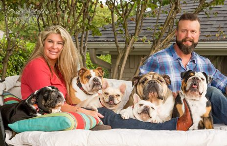 family with english and french bulldog photographed by jenna regan pet photography in dallas texas