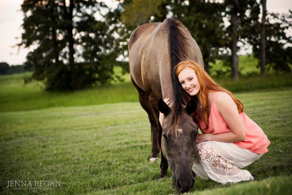 senior girl poses with her horse during photo shoot in texas