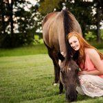 equine photographer photographs horse and high school senior photo shoot north texas